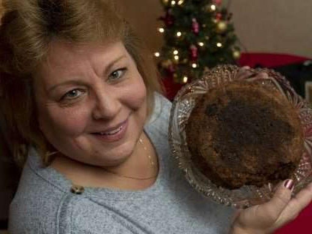 Fruitcake Ini Jadi Warisan Keluarga, Umurnya Sudah 141 Tahun!