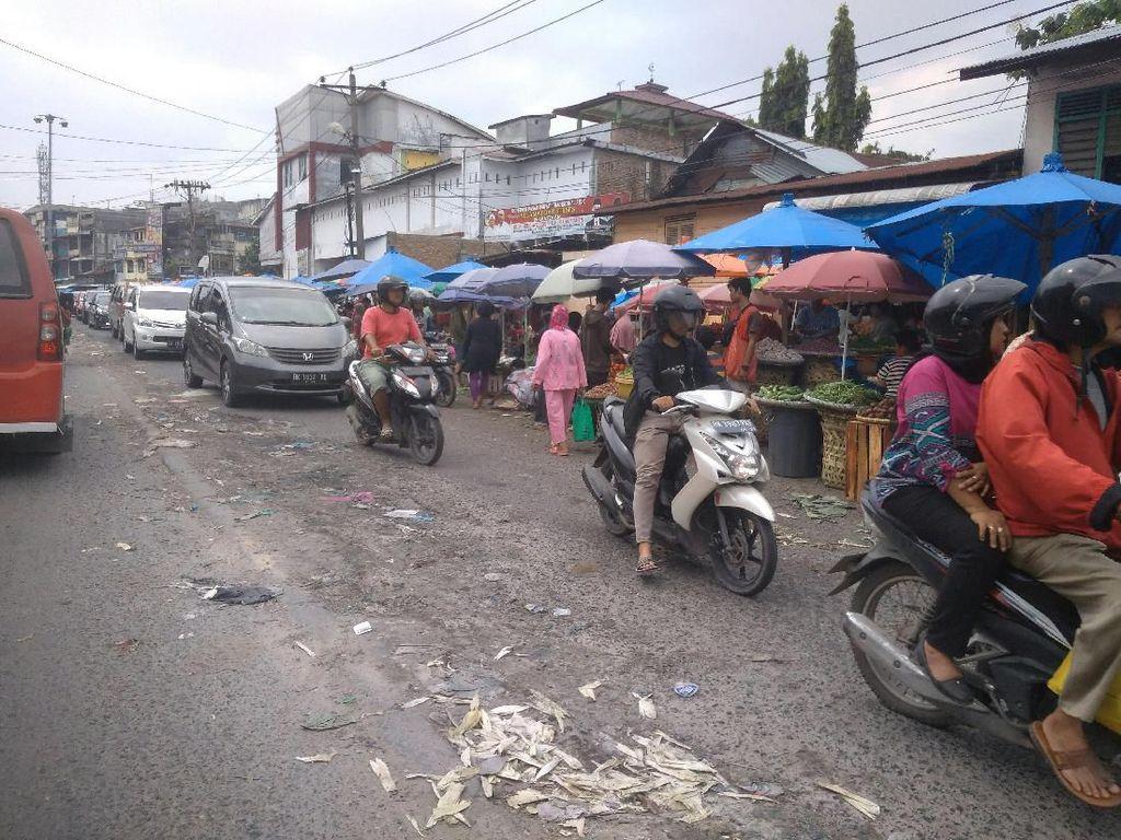 Pasar Sukaramai Medan Semrawut, Satpol PP Janji Tertibkan PKL Pekan Depan