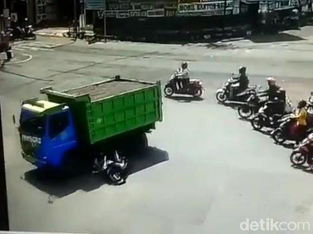 Polisi Tahan Sopir Truk yang Viral di Jember Lindas Biker hingga Tewas