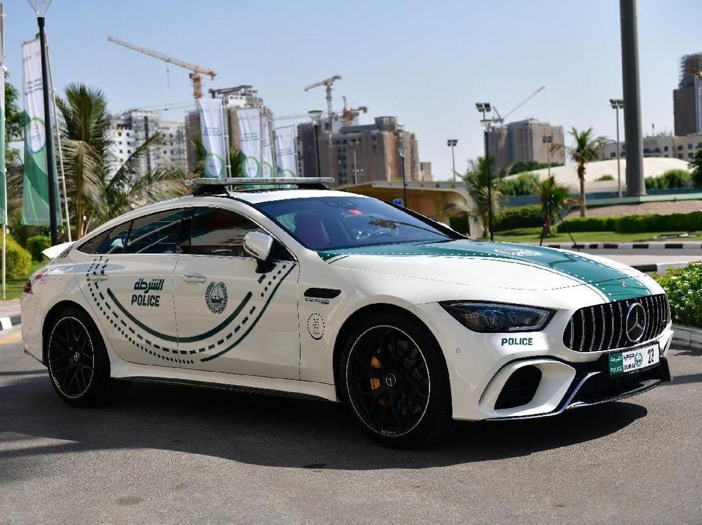 Mobil Sport Buas untuk Polisi Dubai