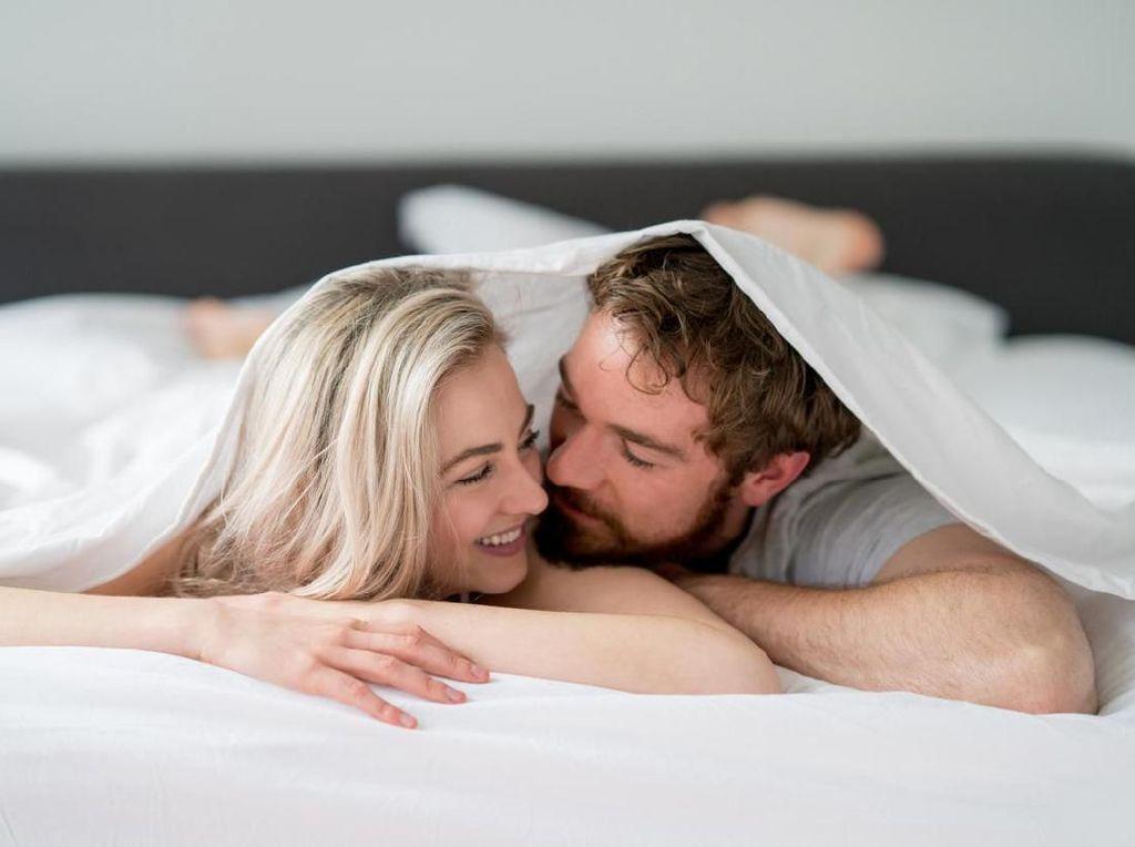 Lakukan Foreplay Ini Saat Istri Enggan Bercinta