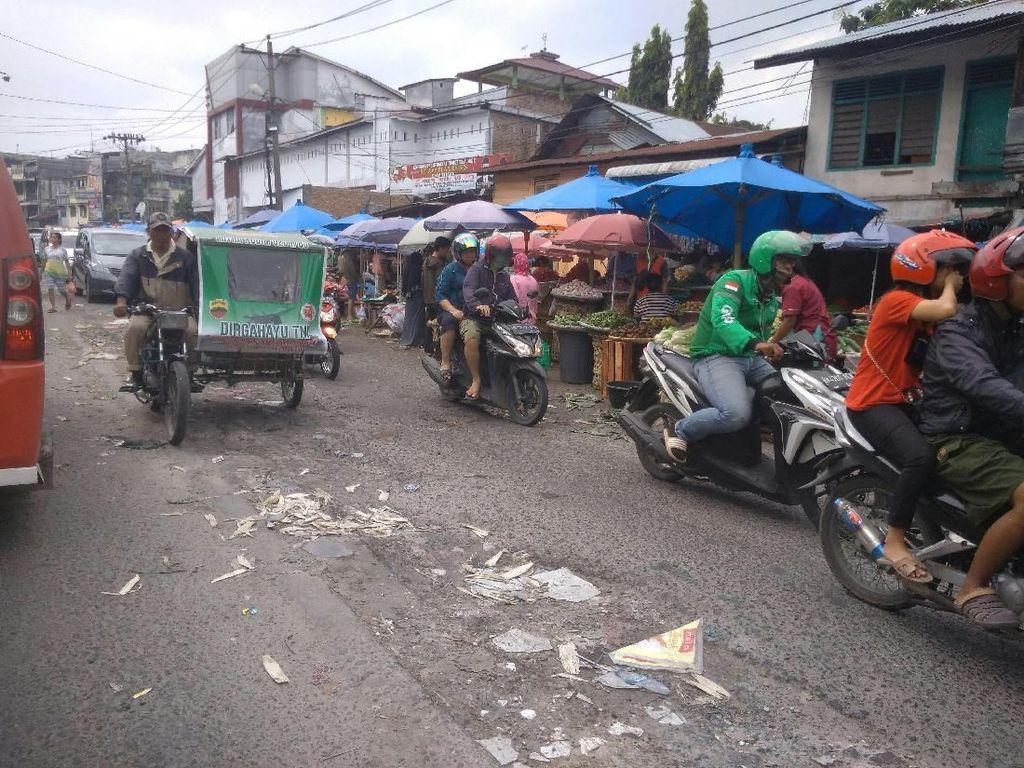 Jalanan Dijajah PKL, Kawasan Sekitar Pasar Sukaramai Medan Semrawut