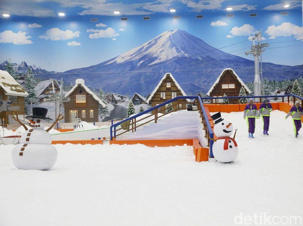 Salju Turun di Trans Snow World Bintaro Mulai Hari Ini