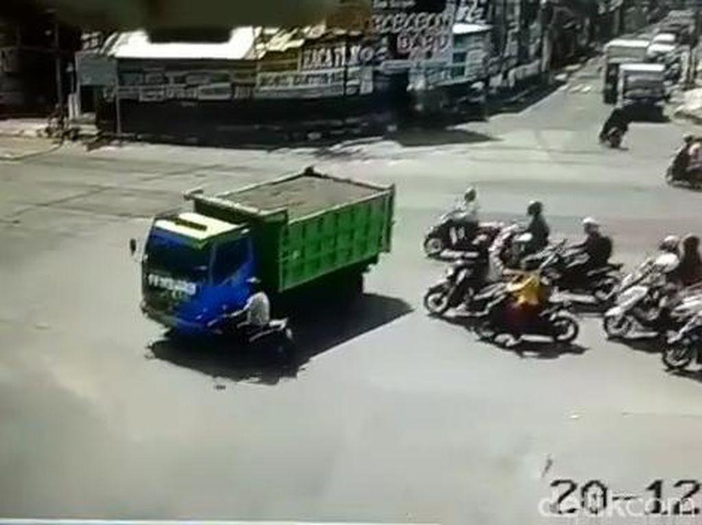 Viral Truk di Jember Lindas Biker hingga Tewas