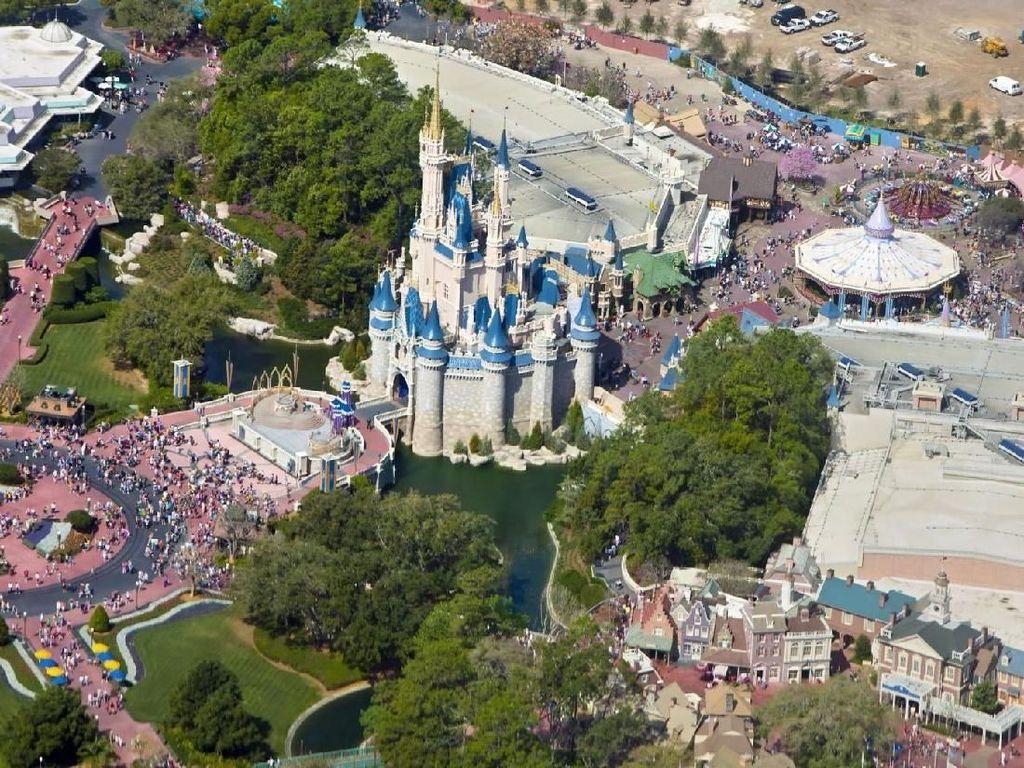 Terbangkan Drone di Disney World yang Tutup, Pria Ditangkap