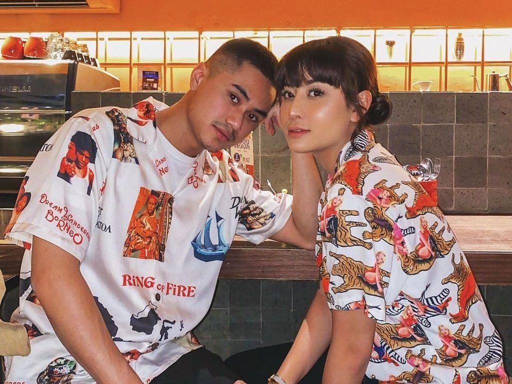 Foto Berenang Bareng, Awkarin dan Anak Wishnutama Didesak Nikah