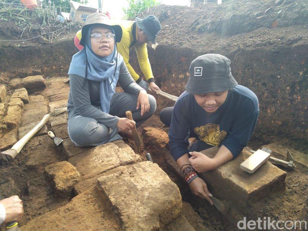 Ekskavasi Situs Pendem di Batu Temukan Pondasi Batur dan Koin Belanda