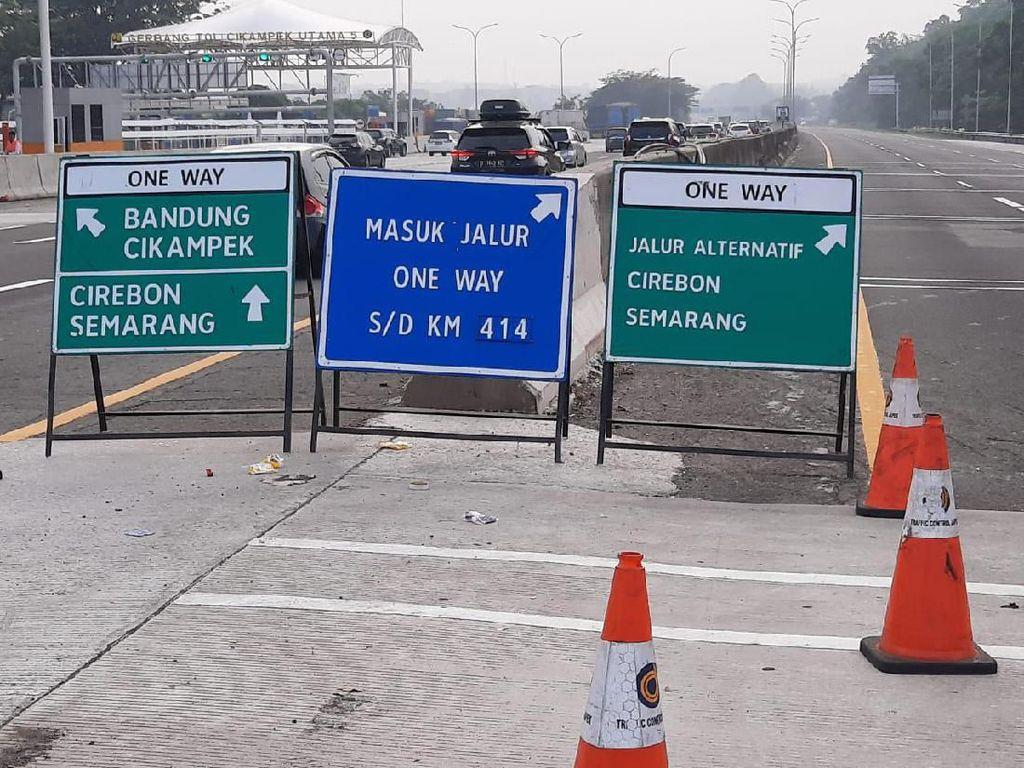 Libur Natal, Polisi Berlakukan One Way Tol Cikampek-Semarang