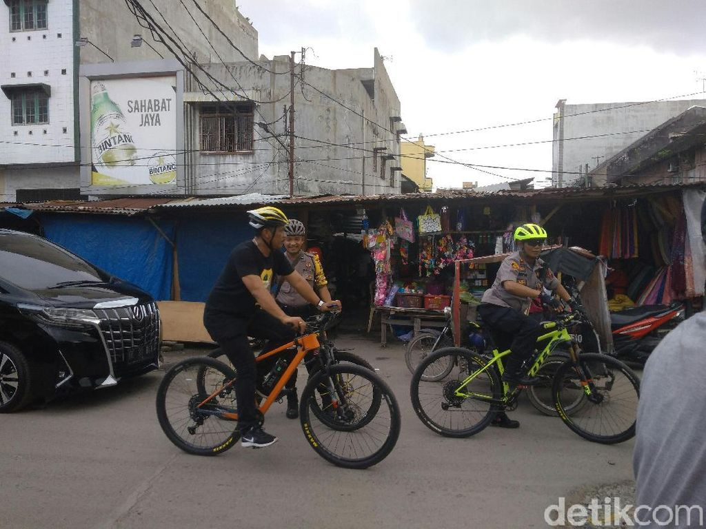 Pantau Keamanan, Polisi Bersepeda Patroli ke Pasar-Terminal di Medan