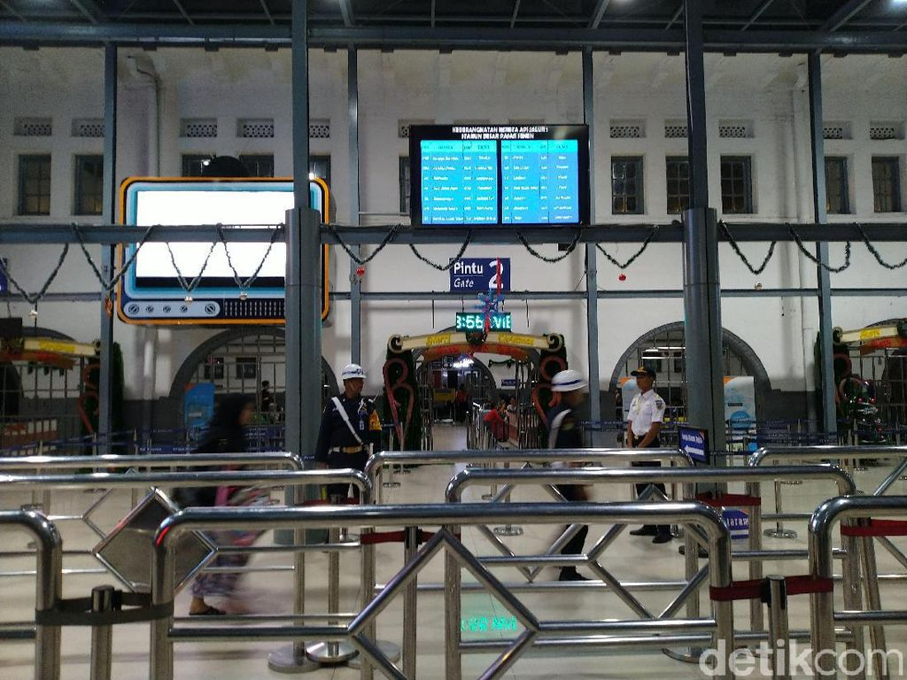 H-4 Natal di Stasiun Senen: 73% Tiket Terjual, Sisa 111.226 Kursi Lagi