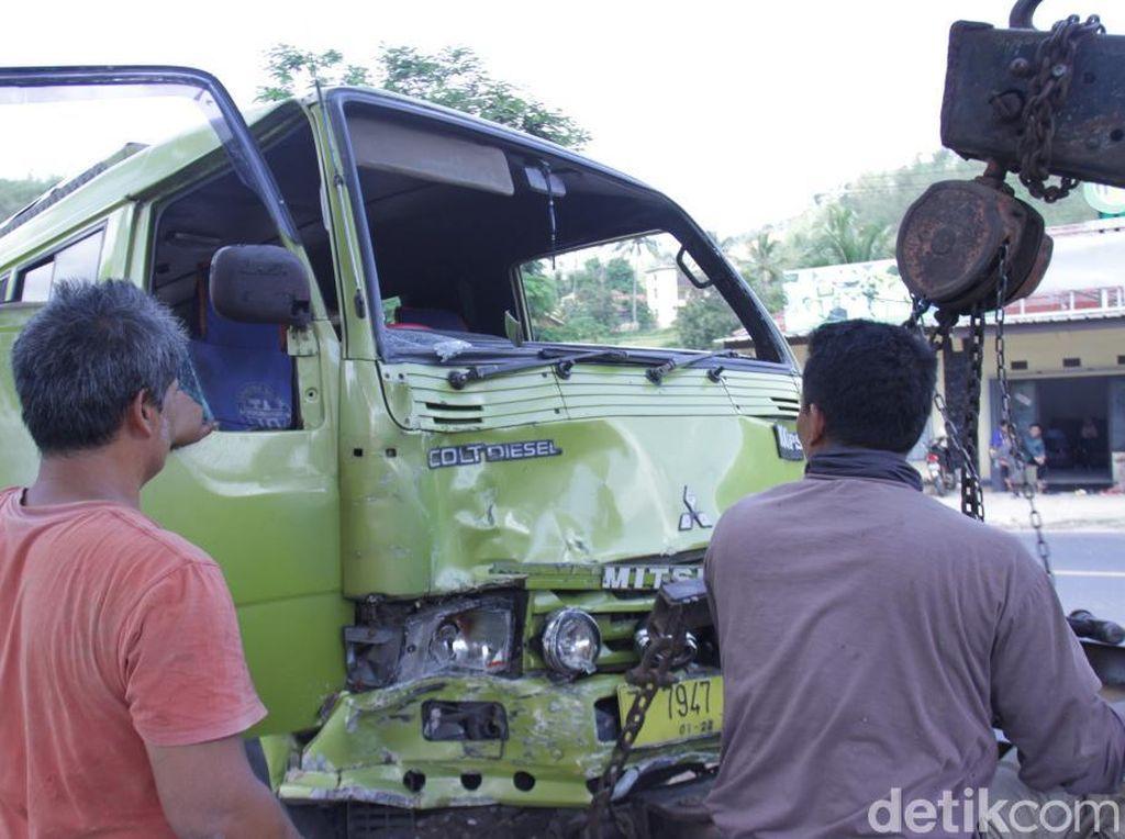 Enam Mobil Tabrakan Beruntun di Nagreg, 2 Orang Luka