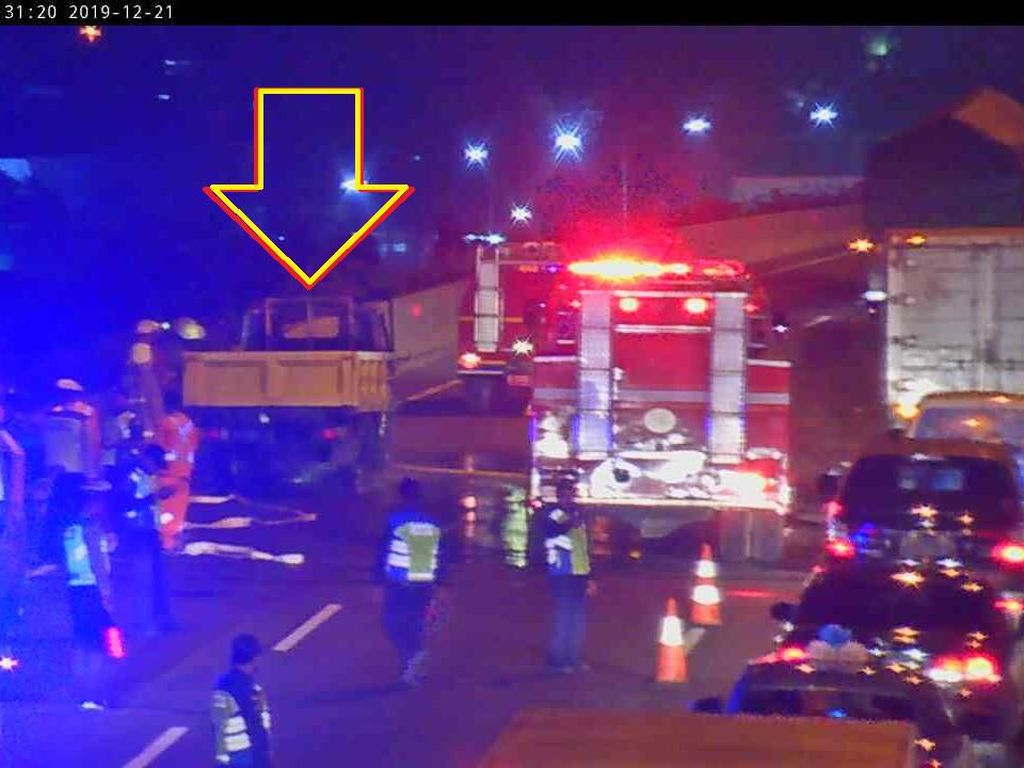 Korsleting Mesin, Truk Terbakar di Jalan Tol arah Bandara Soetta