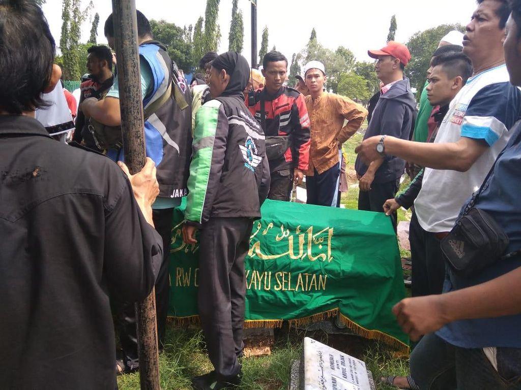 Kecelakaan Mobil vs Kereta di Bekasi, Korban Habis Jenguk Adik