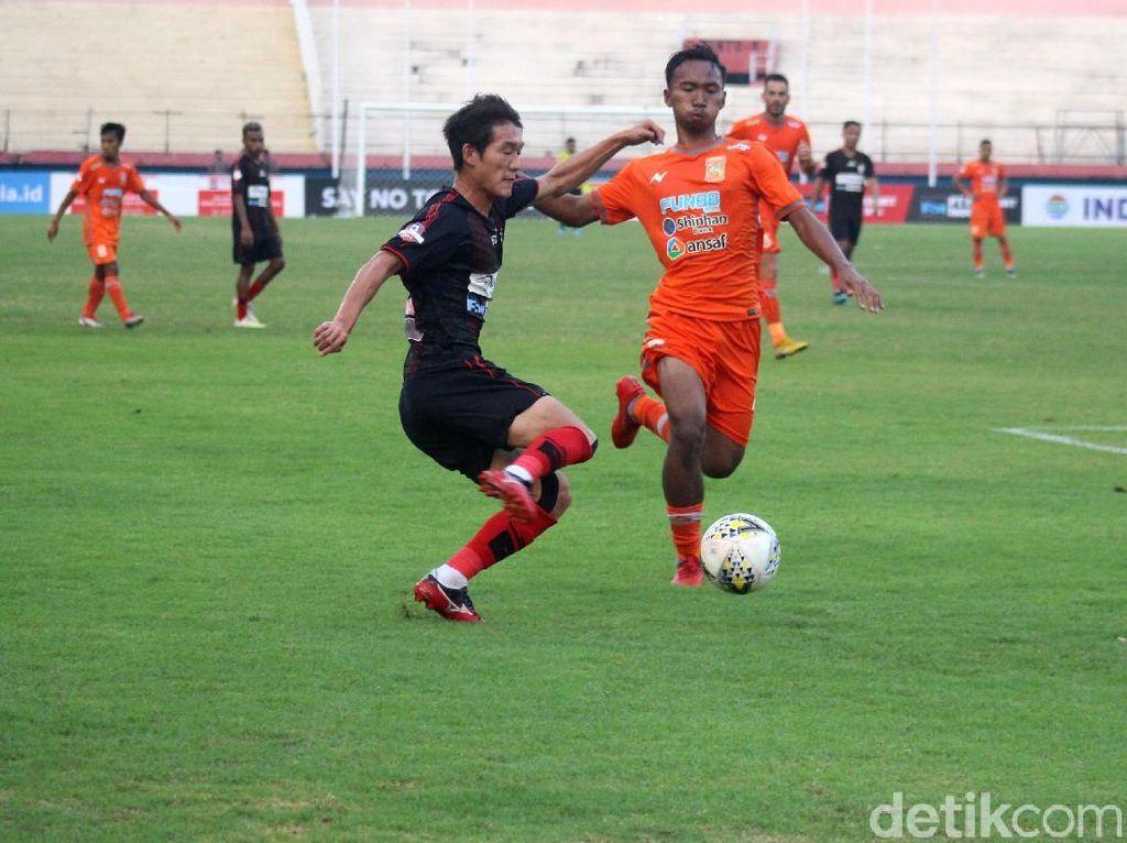 Persipura Vs Borneo FC Imbang di Sidoarjo