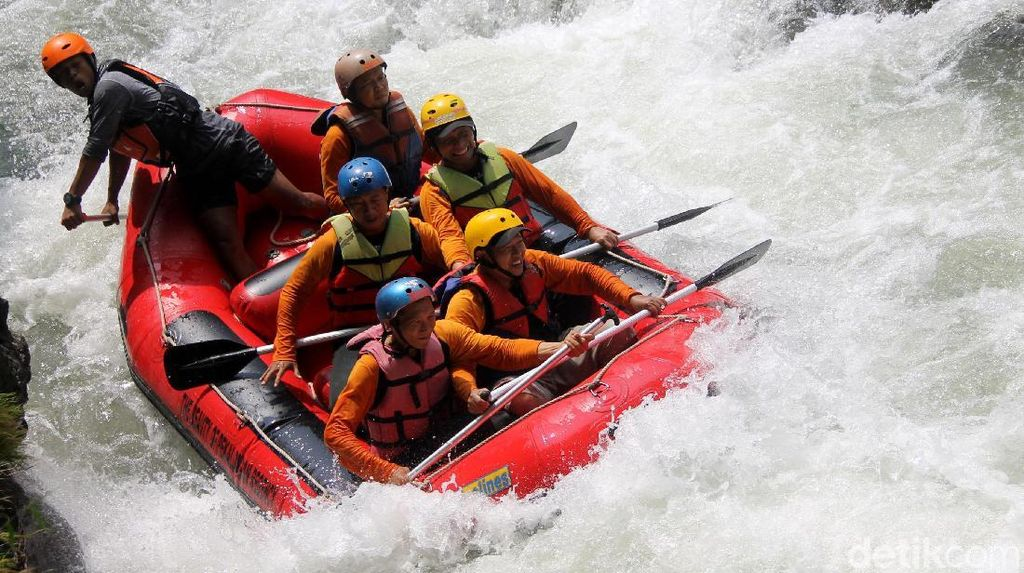 Rafting Seru di Pekalongan, Menaklukkan Sungai Sengkarang