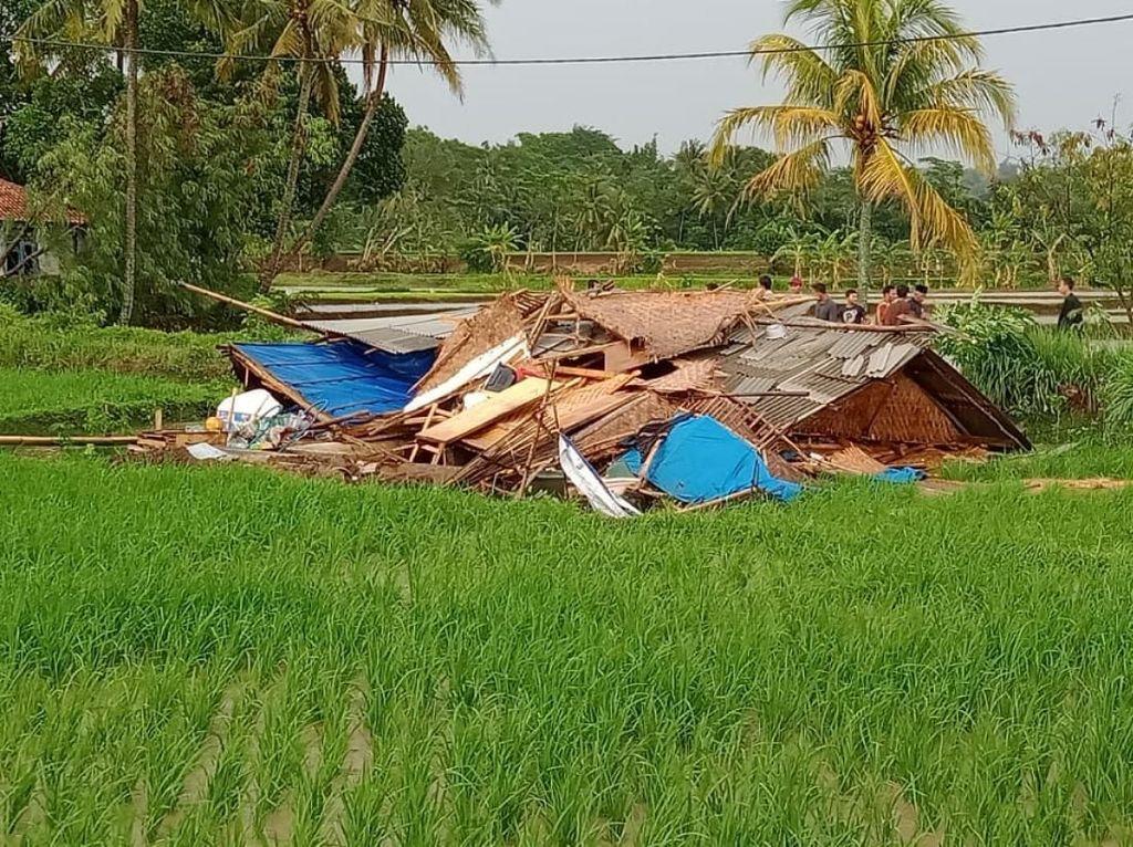 Puting Beliung Terjang 5 Desa di Cianjur, 2 Rumah Rata dengan Tanah