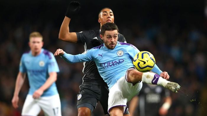 MANCHESTER, ENGLAND - DECEMBER 21: Bernardo Silva of Manchester City battles for possession with Youri Tielemans of Leicester City during the Premier League match between Manchester City and Leicester City at Etihad Stadium on December 21, 2019 in Manchester, United Kingdom. (Photo by Clive Brunskill/Getty Images)