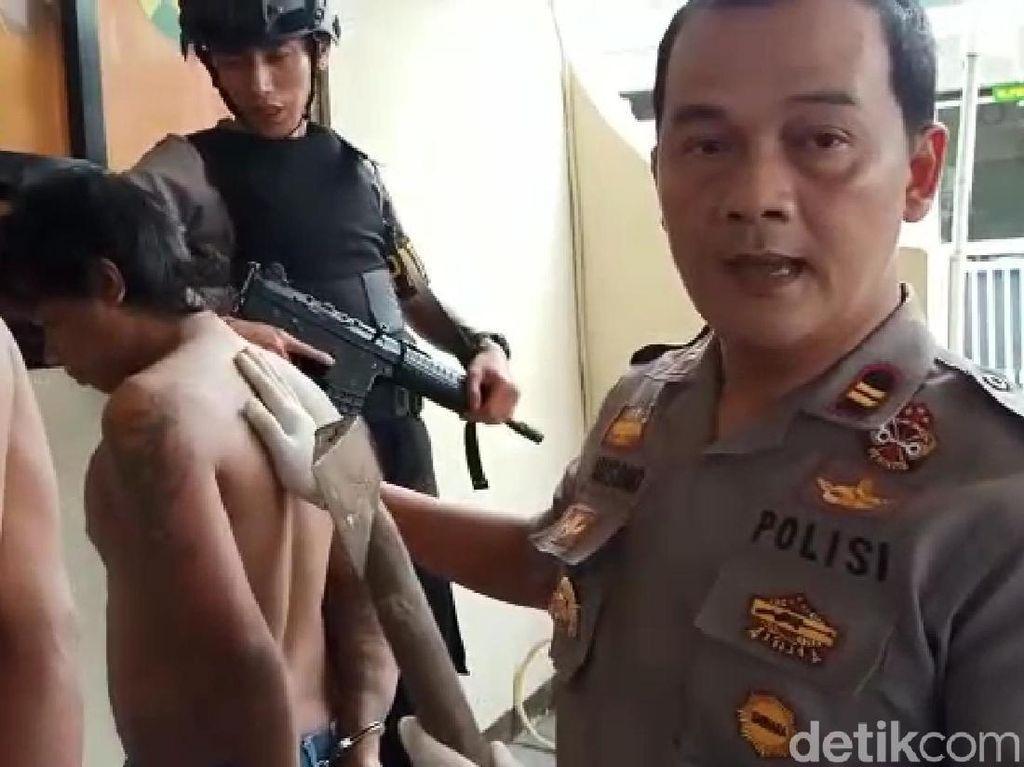 Polisi Tangkap Pengamen Berkapak yang Teror Penumpang Bus di Garut