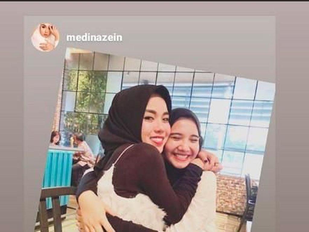 Jawaban Medina Zein soal Foto Pelukan dengan Zaskia Sungkar