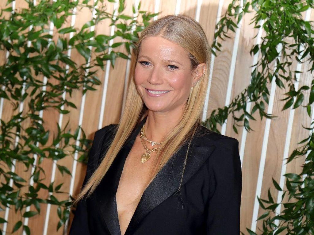 Gwyneth Paltrow Pamer Foto Tanpa Busana, Netizen Terpukau Awet Mudanya