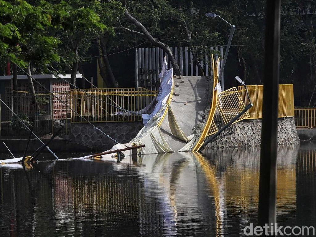 Jembatannya Ambruk! Hutan Kota Kemayoran Kini Ditutup Sementara