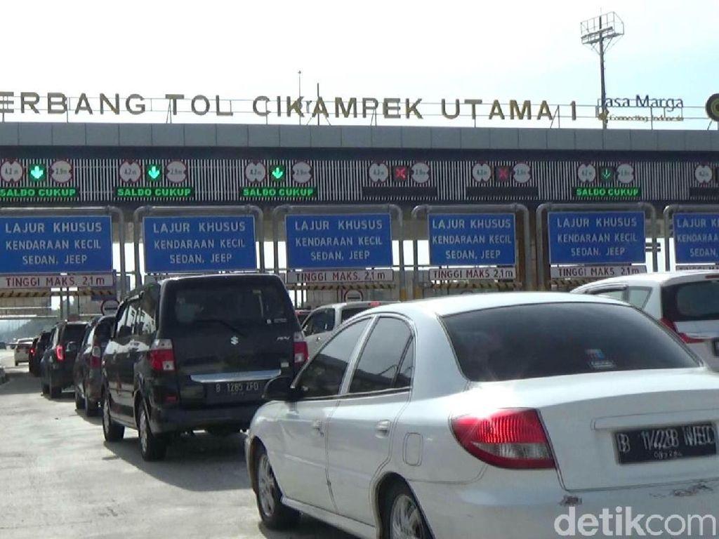 Gerbang Tol Cikatama Terpantau Padat