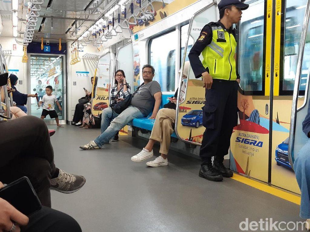 Lagi Liburan Akhir Tahun, Yuk Keliling Jakarta Naik MRT