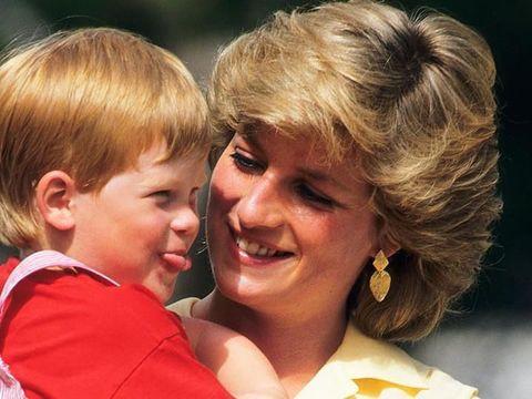 Putri Diana dan Pangeran Harry semasa kecil