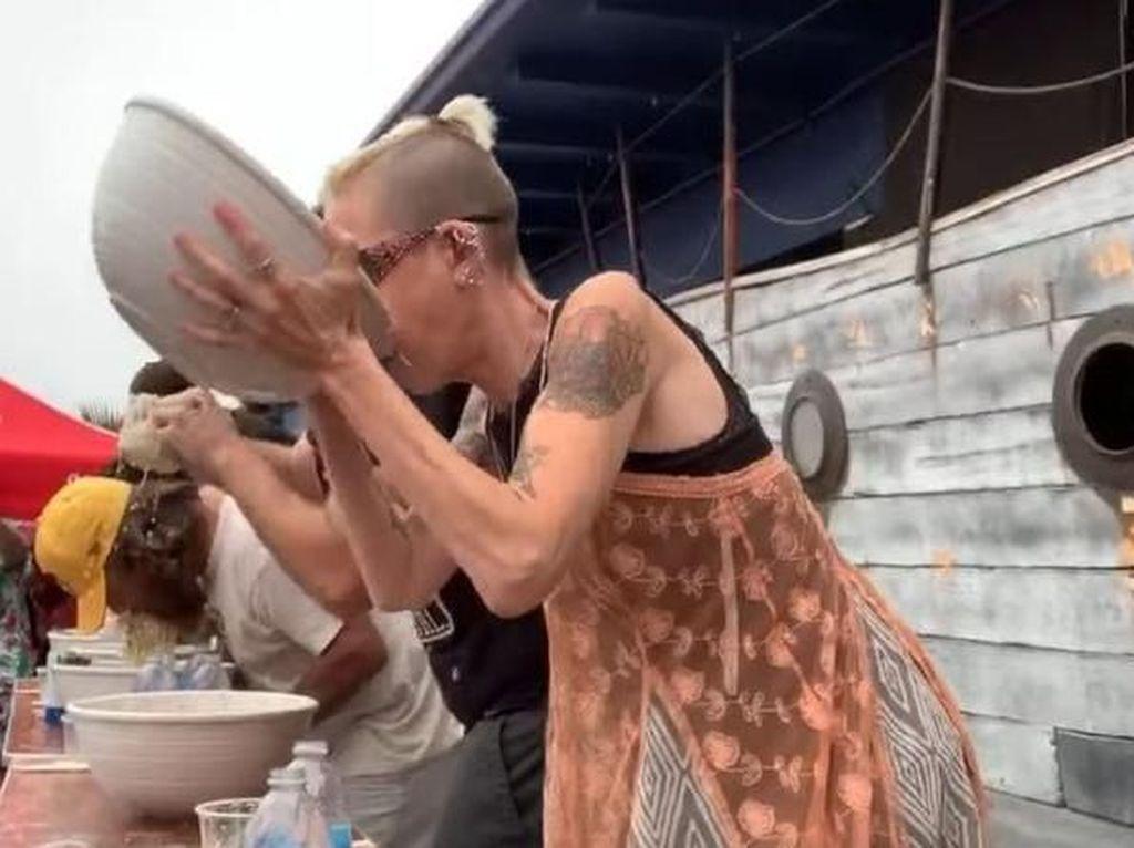 Wow! 5 Orang Ini  Pecahkan Rekor Makan Porsi Jumbo dalam Waktu Singkat