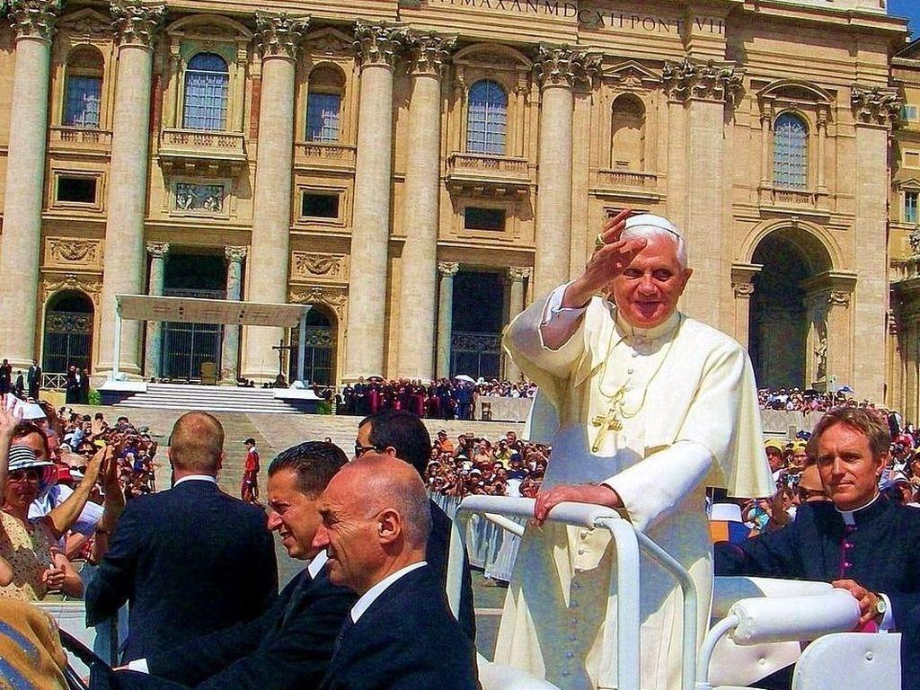 Satu Dekade Silam, Paus Diserang saat Misa Malam Natal di Vatikan