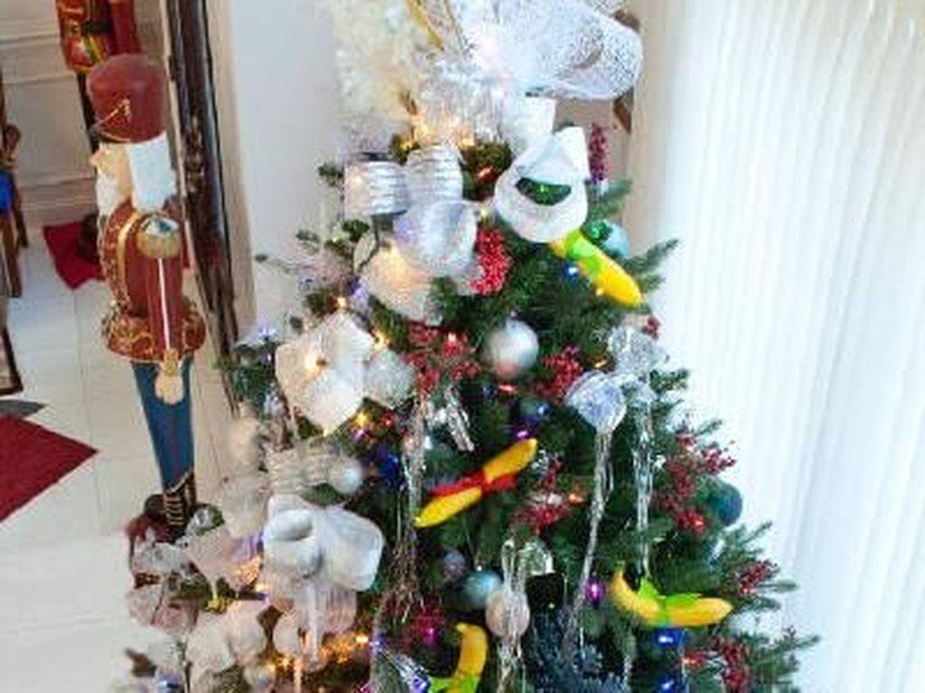 Unik Banget! Instalasi Pohon Natal Penuh dengan Pisang