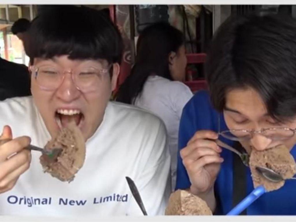 Momen Pertama Cicip Bakso, Orang-orang Korea Ini Ketagihan!