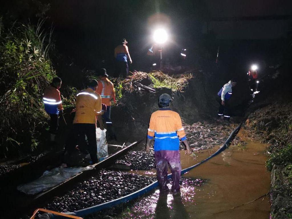 Imbas Longsor, KA Pertama Sukabumi-Bogor Hanya Sampai Stasiun Cigombong