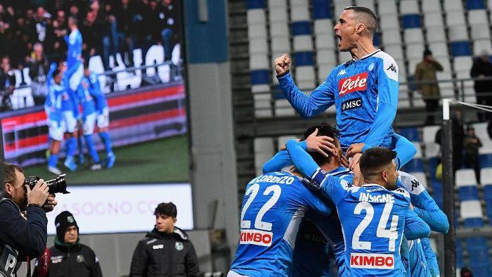 Napoli menang 2-1 atas Sasssuolo di lanjutan Liga Italia (Foto: Alessandro Sabattini/Getty Images)