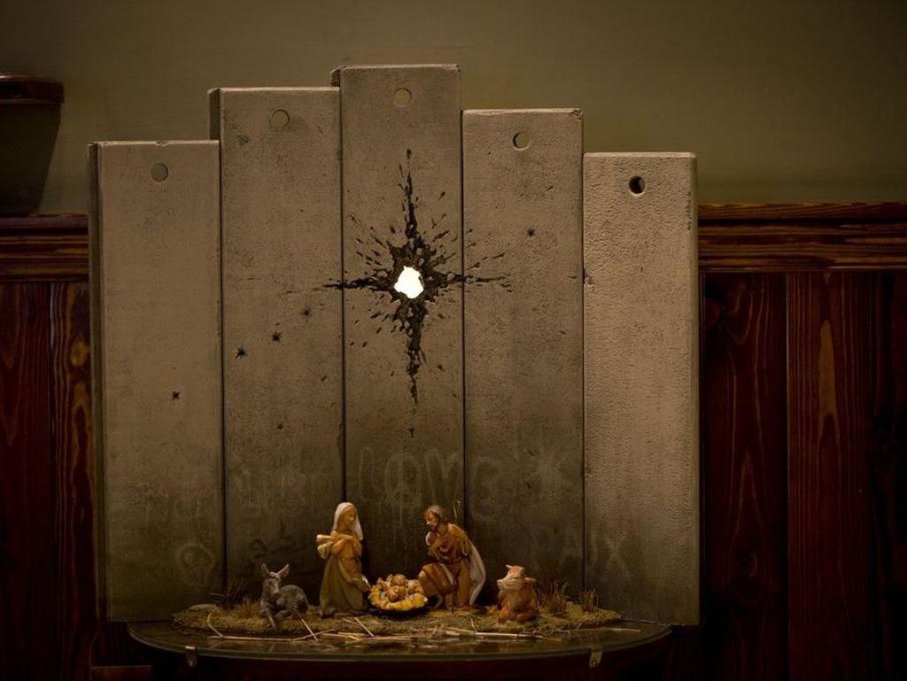 Jelang Natal 2019, Banksy Buat Karya Kelahiran Yesus di Bethlehem