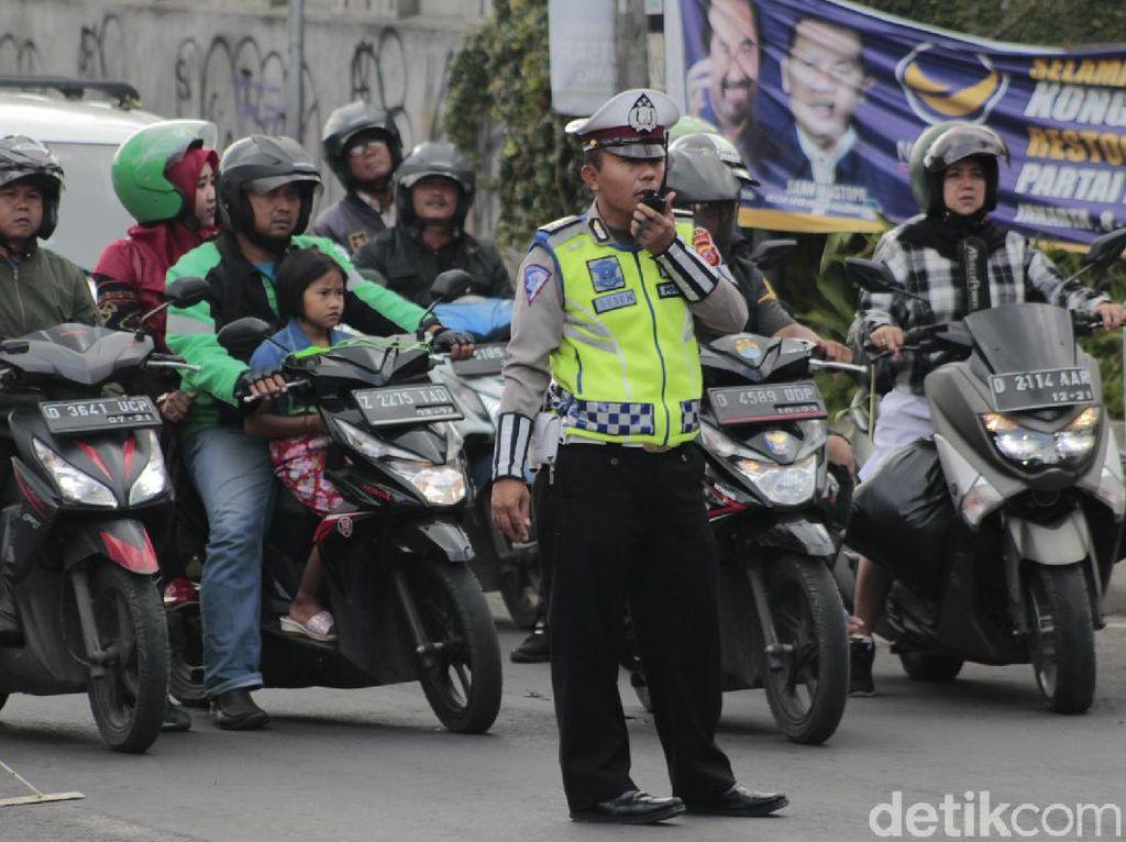 Wisatawan Padati Lembang, Polisi Buka-Tutup Jalur