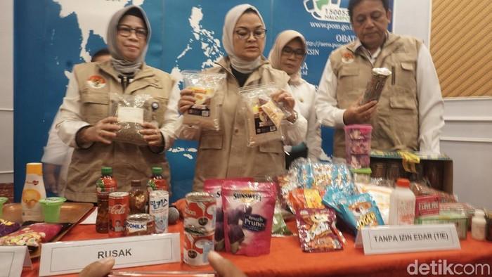 BPOM razia produk pangan kedaluwarsa dan tidak layak jelang natal dan tahun baru. (Foto: Achmad Reyhan Dwianto/detikHealth)