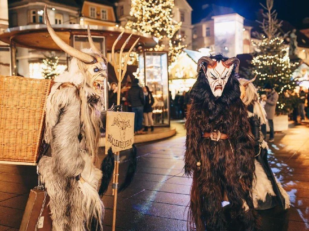 Makan Ulat hingga Krampus, Tradisi Natal yang Aneh di Berbagai Dunia