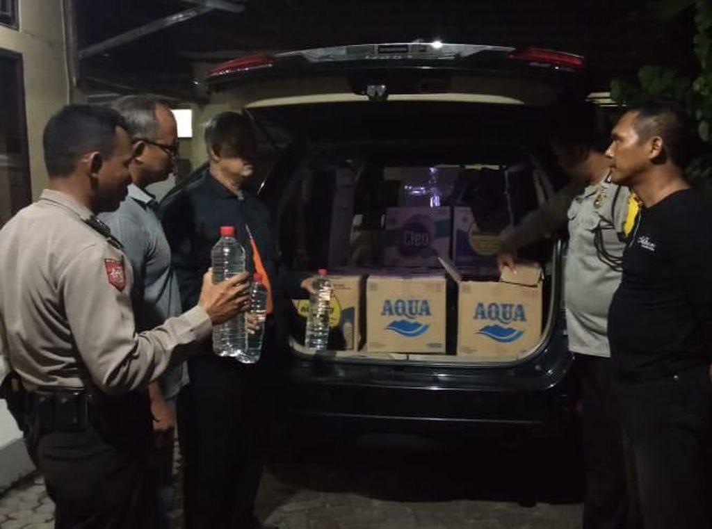 Sebuah SUV Diamankan di Lamongan Bawa 240 Botol Arak dari Tuban
