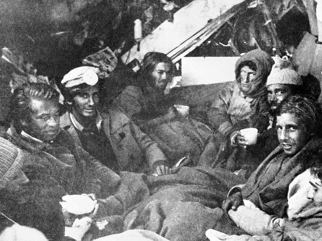 Pesawat Jatuh, Penumpang Selamat Terpaksa Jadi Kanibal Agar Hidup