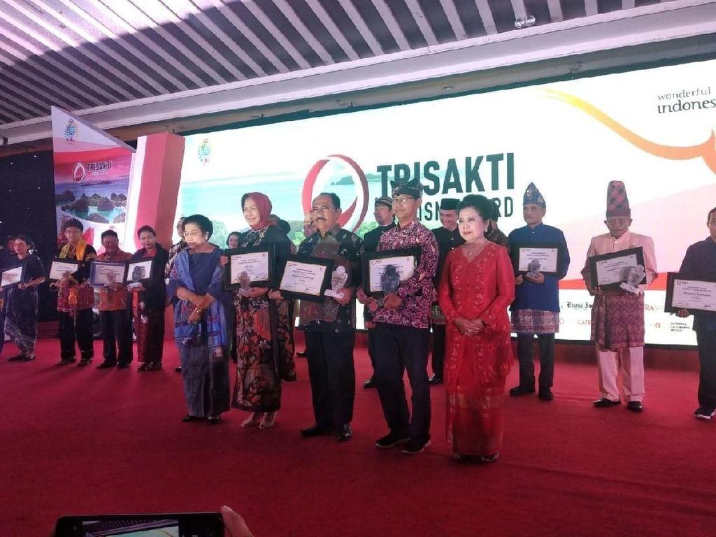 Sukses Kembangkan Pariwisata, Banyuwangi Raih Trisakti Tourism Award