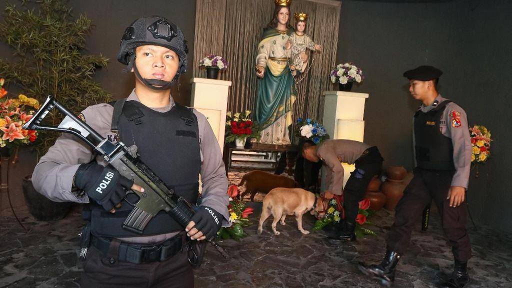 Melihat Pengamanan di Gereja Seluruh Indonesia Jelang Natal
