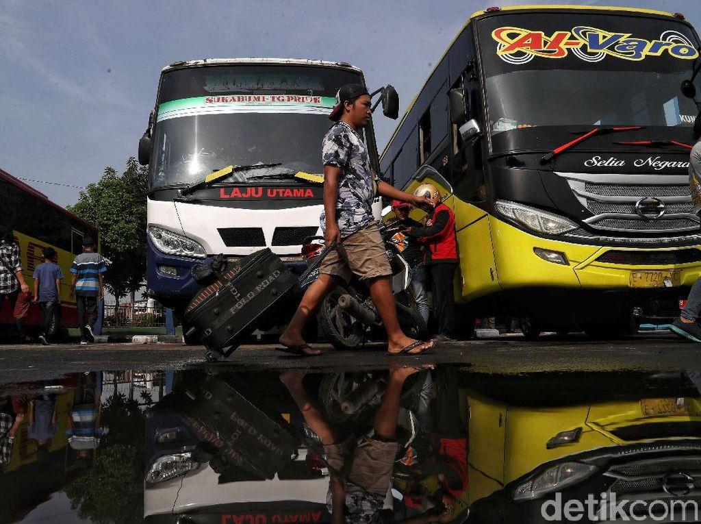 Menengok Hiruk Pikuk Pemudik di Terminal Tanjung Priok