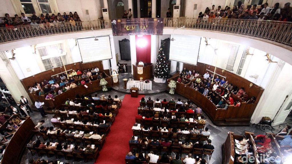 Suasana Misa Malam Natal di Gereja Immanuel