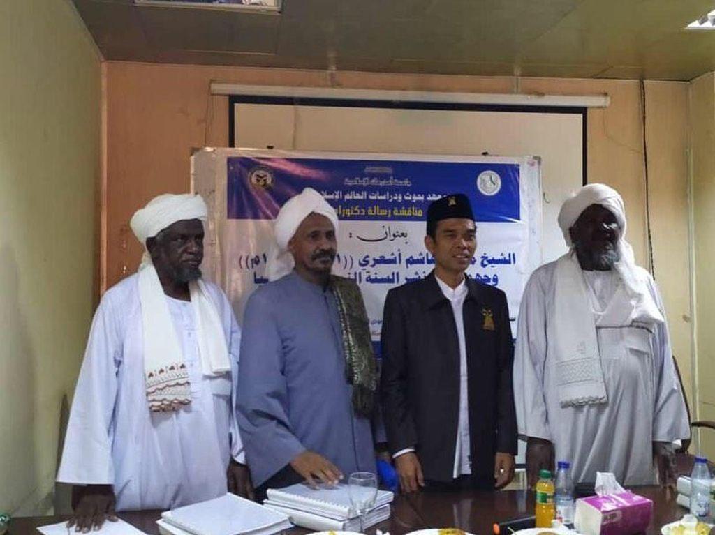 UAS Raih Gelar Doktor dengan Predikat Cum Laude di Sudan