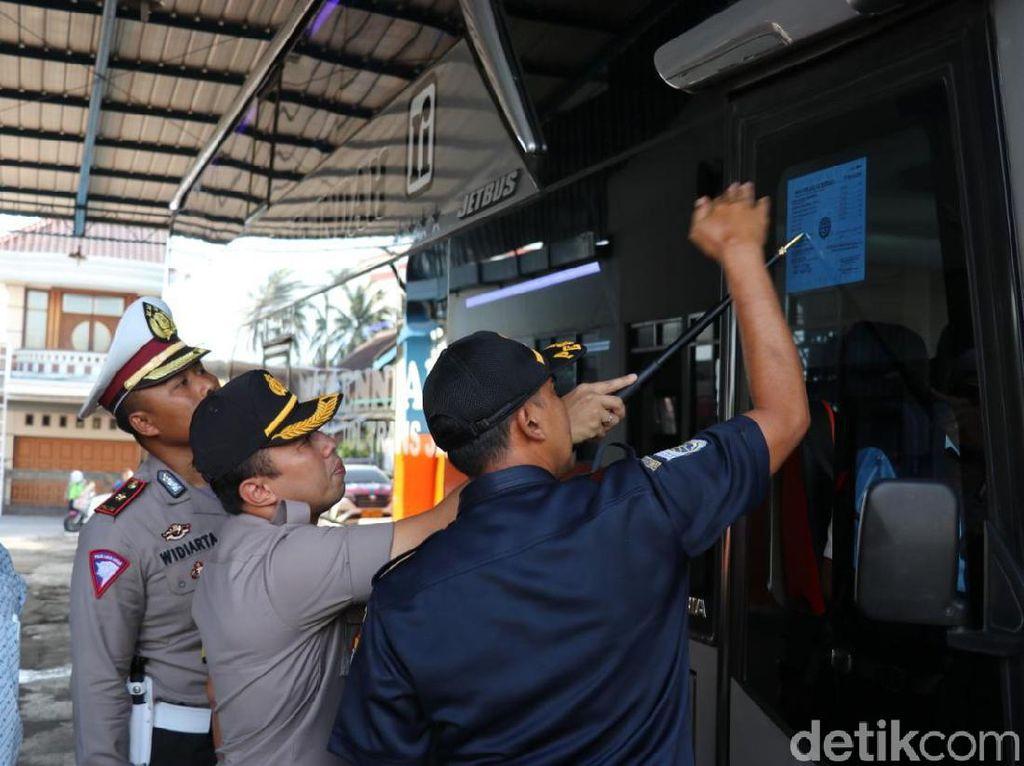 Cegah Kecelakaan, Belasan Sopir Bus di Tangerang Dicek Urine