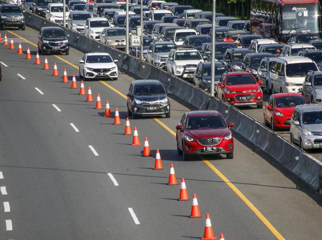 Kawasan Puncak Satu Arah ke Arah Jakarta Siang Ini hingga Pukul 18.00 WIB