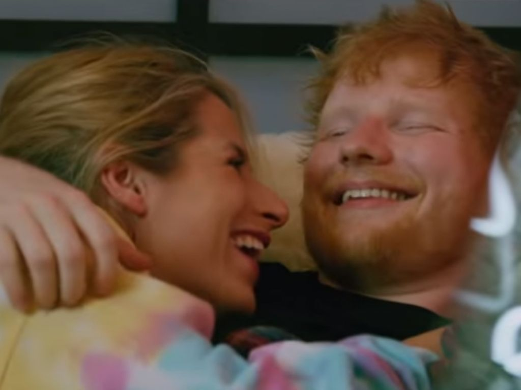 Mesranya Ed Sheeran dan Istri dalam Video Klip Baru