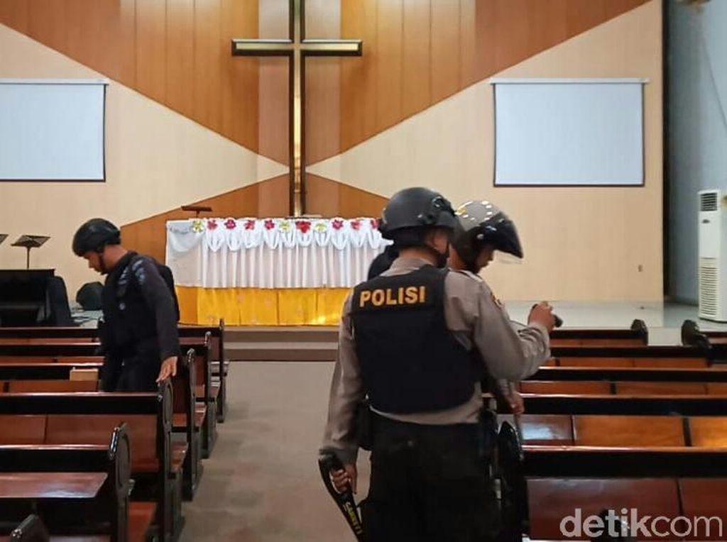 Cegah Ancaman Teror, Unit Jibom Sterilisasi 9 Gereja di Cirebon