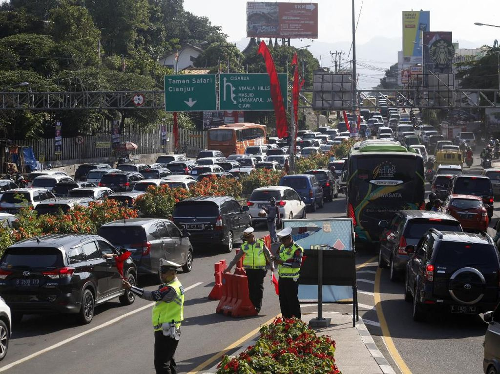 Perhatian! One Way Jakarta-Puncak Diberlakukan Hingga Tahun Baru